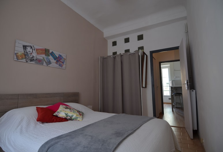 Apartment 5 persons near Place du Pin in Port of Nice district, Nice