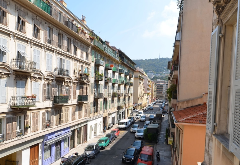 Superb modern apartment 5 persons near tramway Port of Nice district, Nice, Front of property
