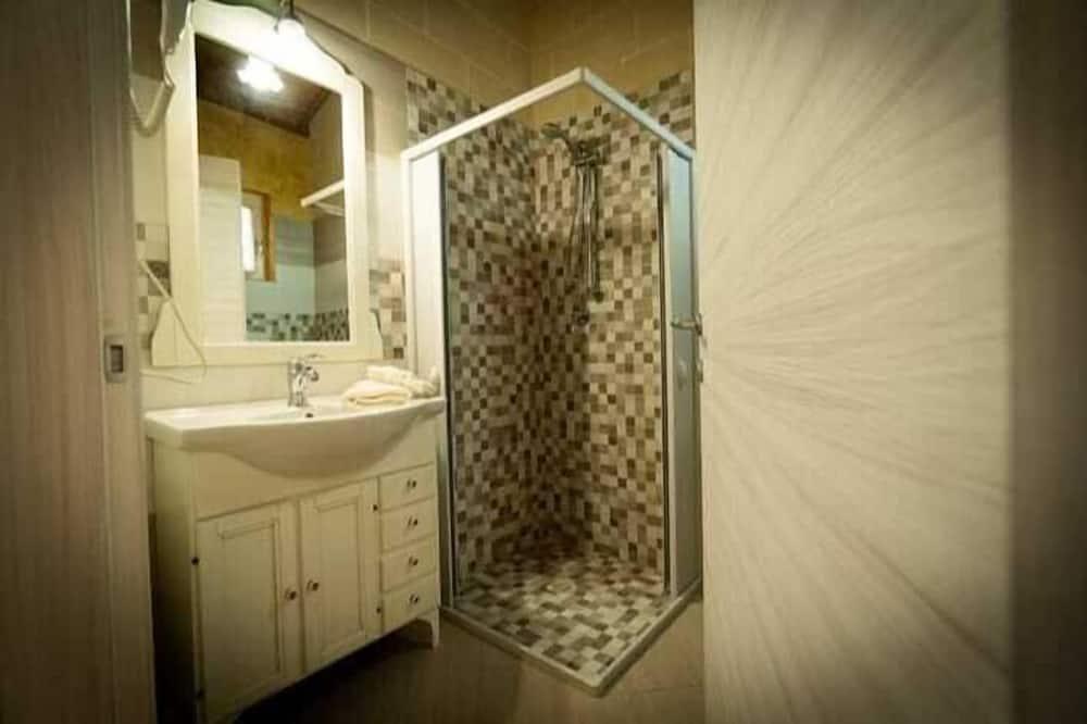 Comfort-Vierbettzimmer, Gartenblick, Erdgeschoss - Badezimmer