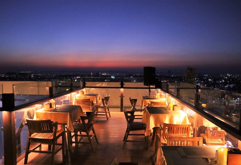 RITZ GRAND HOTEL MANDALAY, Mandalay, Lobby Lounge