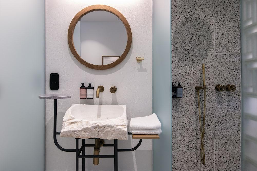 Medium - Bilik mandi