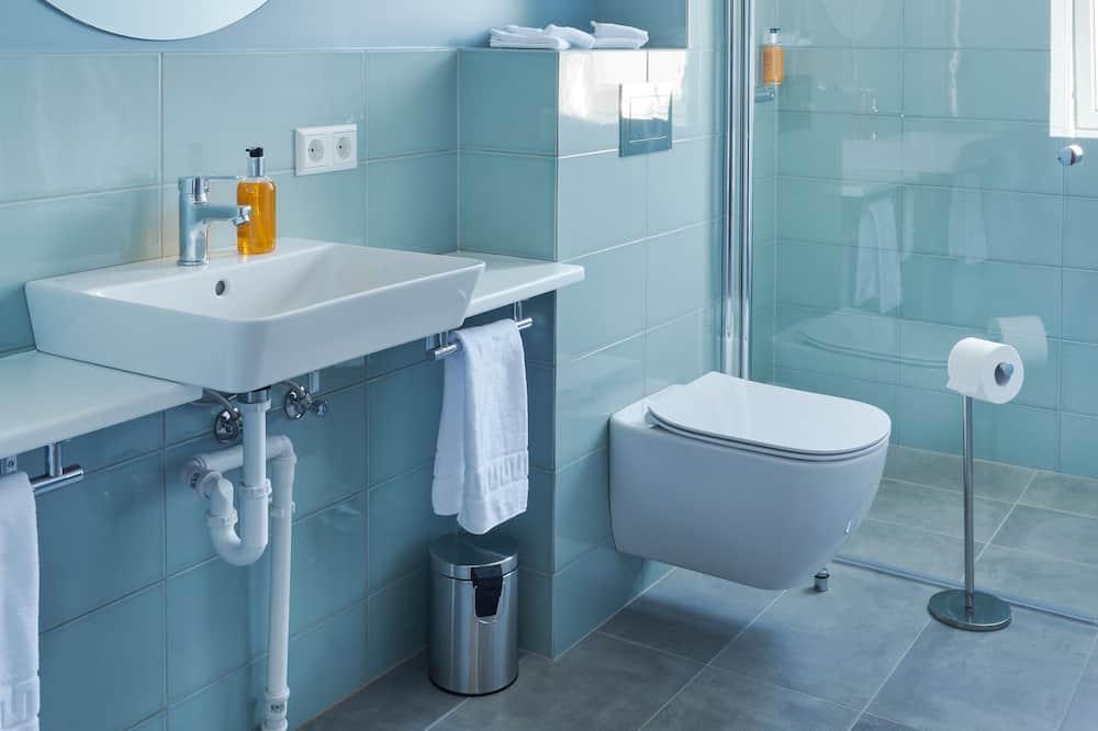ห้องแฟมิลี่สำหรับสี่ท่าน, ห้องครัวขนาดเล็ก (Bunk Beds) - ห้องน้ำ