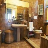Dvoulůžkový pokoj, společná koupelna, výhled na město - Koupelna