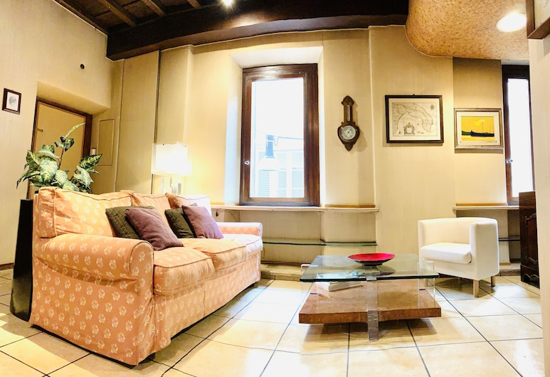 Laurina Apartment Spanish Steps, Rome, Apartment, 2 Bedrooms, Living Area