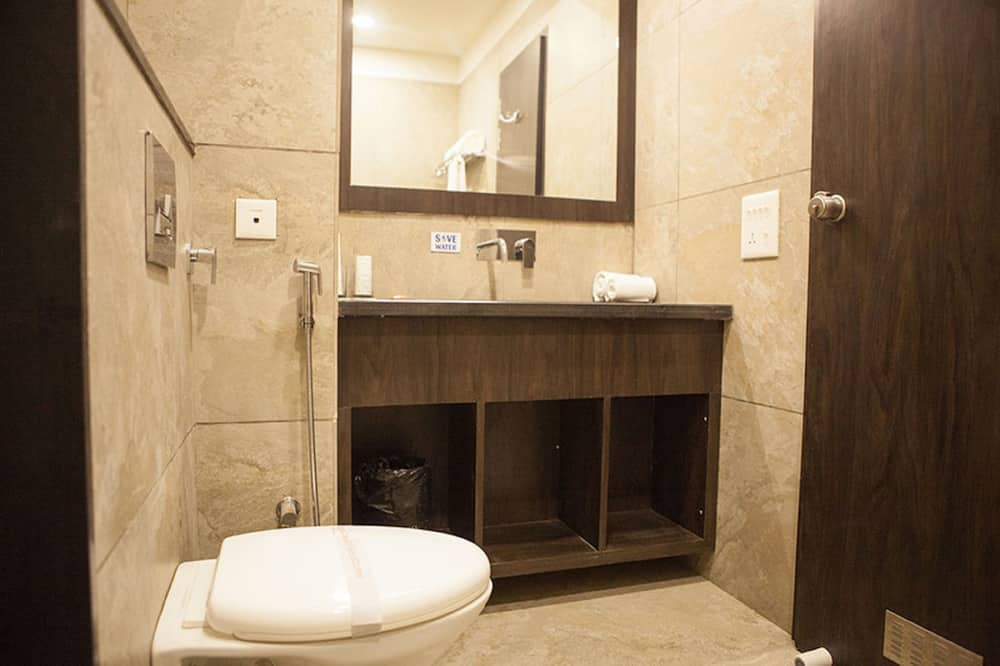 Deluxe kamer, 1 tweepersoonsbed, roken, Uitzicht op de stad - Badkamer