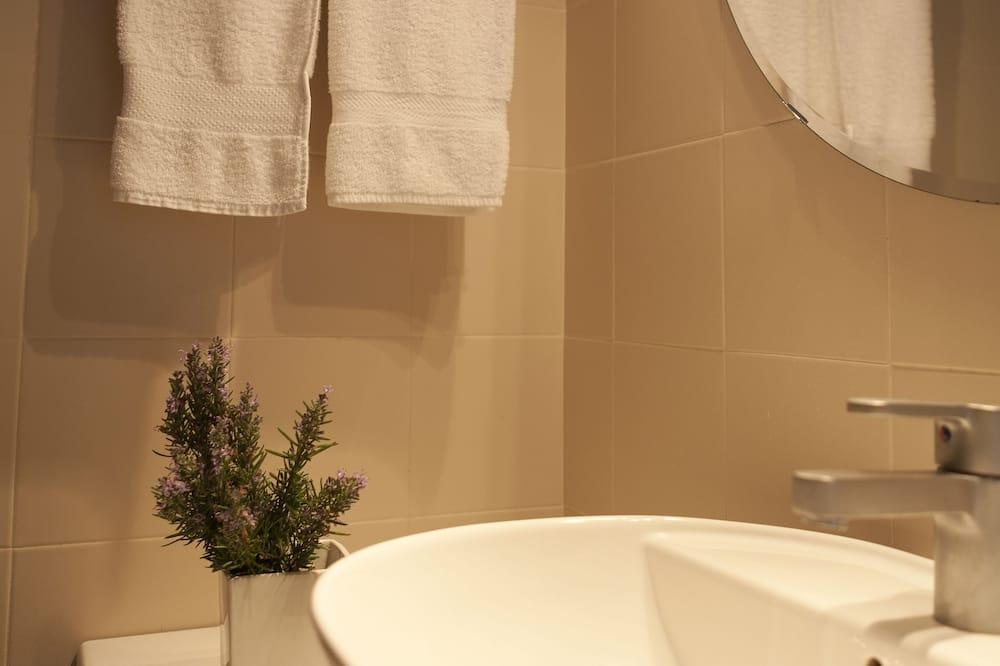 Chambre Double ou avec lits jumeaux, vue ville - Salle de bain