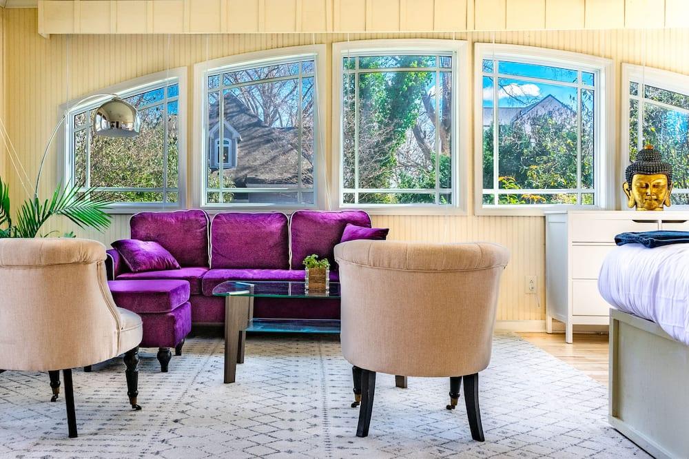 Superior-hus - flere senge - udsigt til have - Værelse