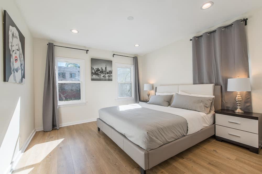 Luxury House, 3 Bedrooms, Patio, City View - Living Area