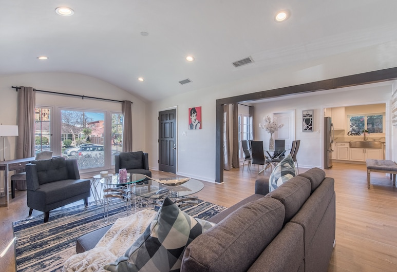 Luxurious Studio City Home, North Hollywood