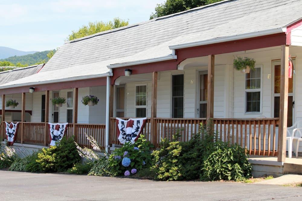 Hillside Motel LLC