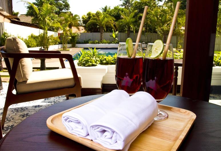 日出花園屋酒店, 龍坡邦, 高級雙人房, 1 張特大雙人床, 泳池景, 客房