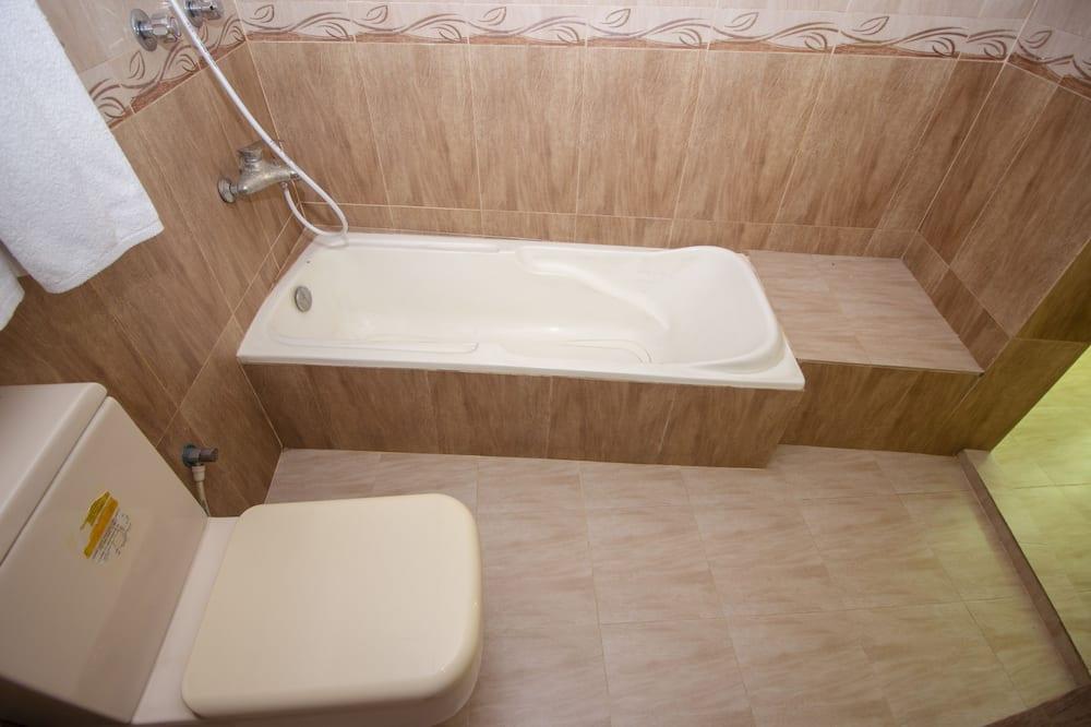 Executive lakosztály, 1 kétszemélyes ágy, dohányzó, kilátással a városra - Fürdőszoba