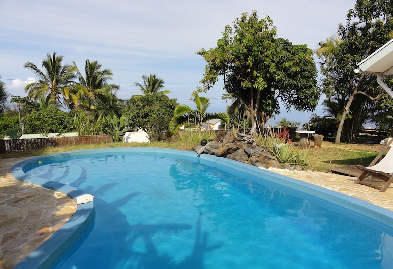 ANY COMFORT BUNGALOW for 2 or 4 P. with heated pool, Saint-Leu, Pool