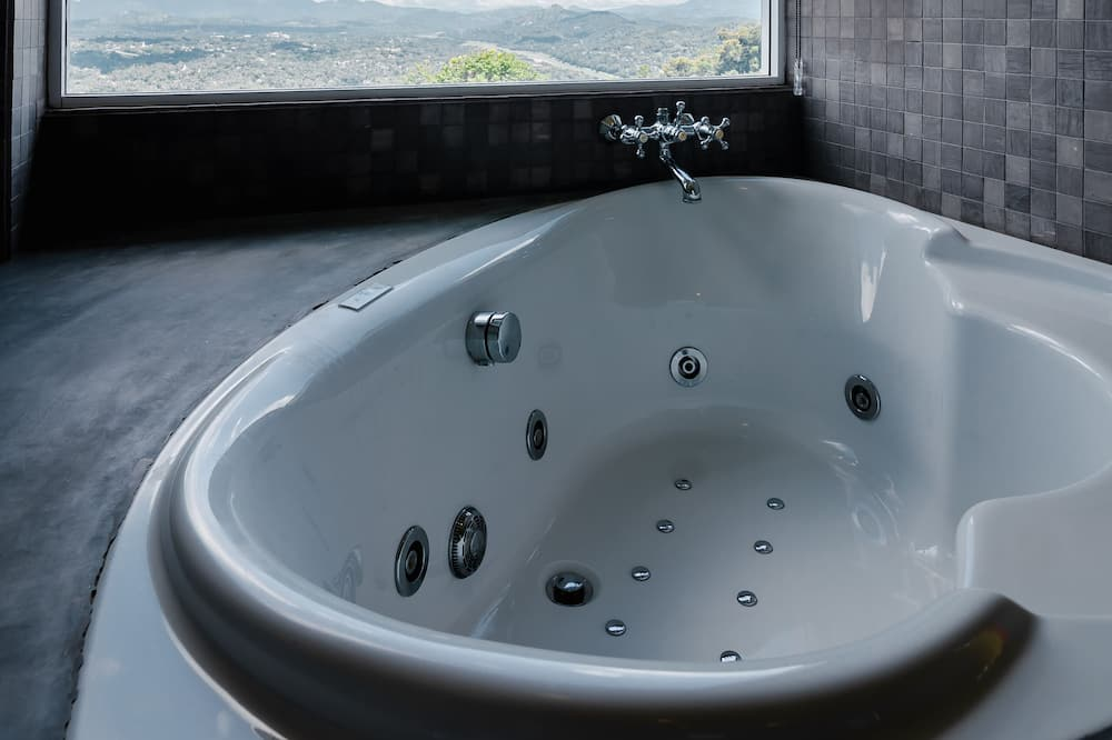 Superior Suite, 1 Bedroom, Jetted Tub, Mountain View - Private spa tub