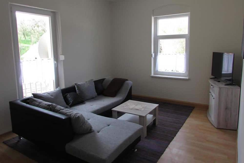 Basic Triple Room, Multiple Beds, Non Smoking, Garden View - Living Room