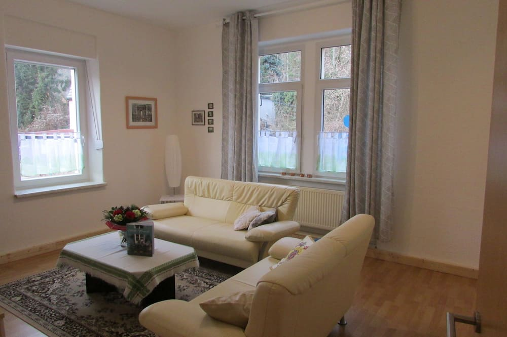 Traditional Apartment, 1 King Bed, Non Smoking, Garden View - Living Room