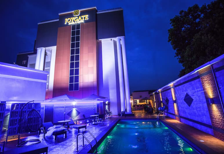 快樂門套房飯店, 拉各斯, 飯店入口 - 夜景