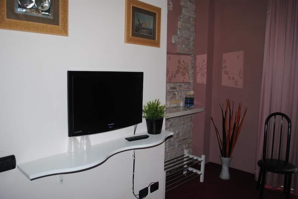 Chambre Triple, balcon - Télévision