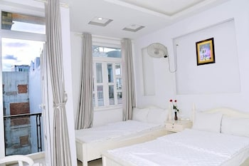 Enter your dates to get the Nha Trang hotel deal