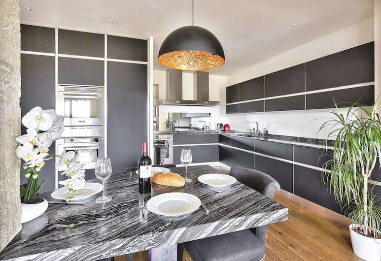 """Amazing View """"eiffel Tower"""", Paryż, Apartament (2 Bedrooms), Wyżywienie w pokoju"""