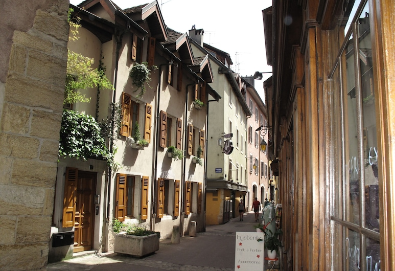 Lofts and Lakes, Annecy