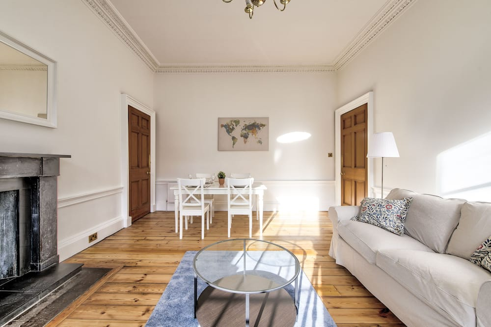 Luxury Apartment, 1 Double Bed with Sofa bed, Non Smoking, City View - Living Area
