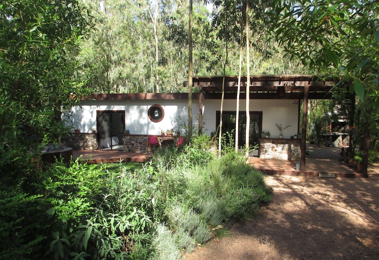 Private Wooded House Steps From Beach, Bella Vista