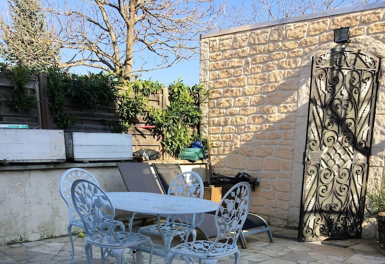 Studio in Beaune, With Enclosed Garden and Wifi, Beaune