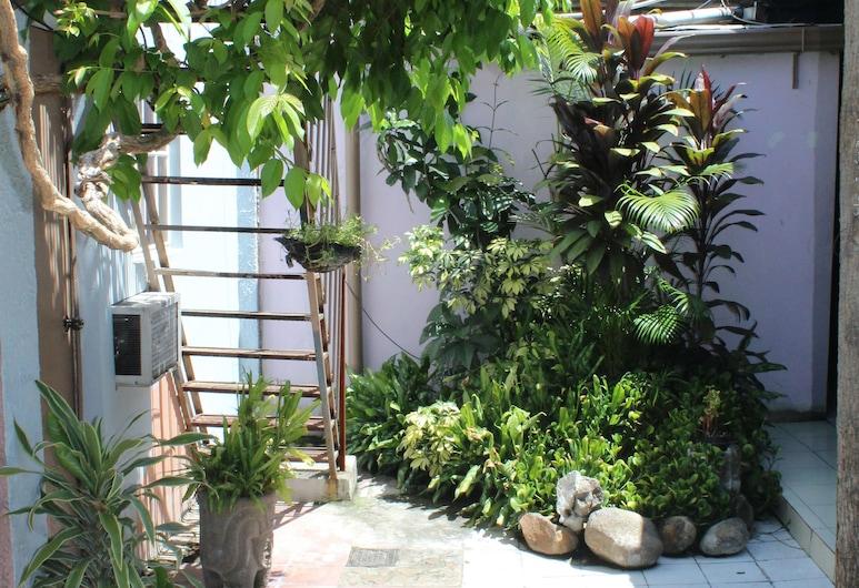Ximena s Guest House, San Salvador, Outdoor Dining