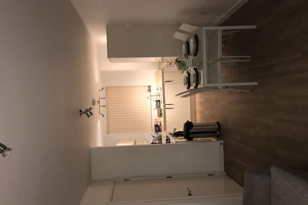 Apartment, 2 Double Beds, Non Smoking - In-Room Dining