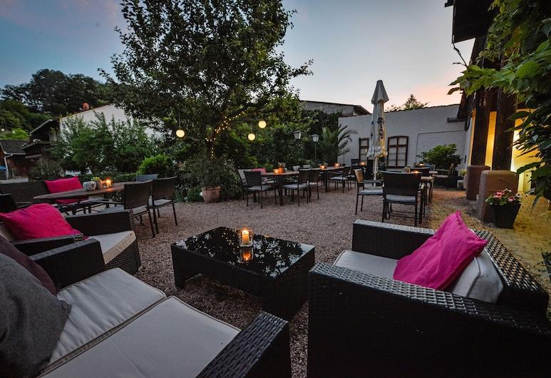 Landgasthaus zur Krone, Bundenthal, Restaurante al aire libre