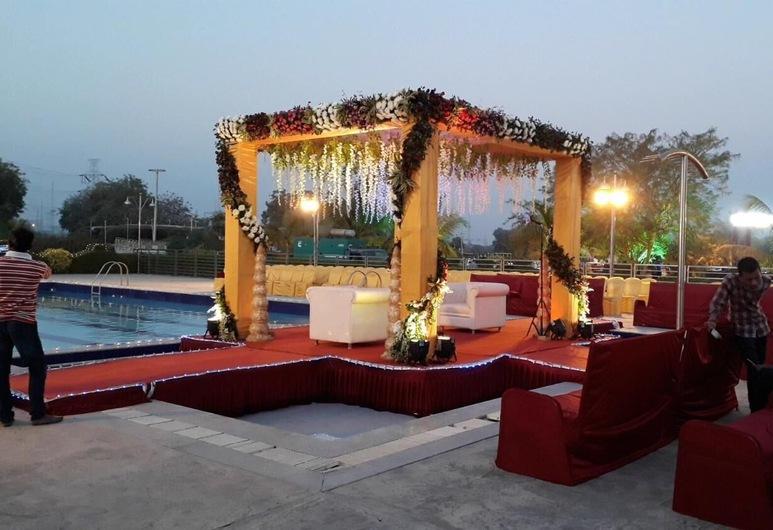Malhaar Resort, Dahegam, Medence