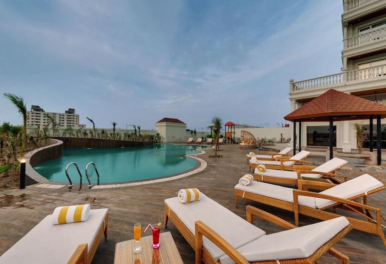 The Fern Sattva Resort Dwarka, Дварка, Басейн