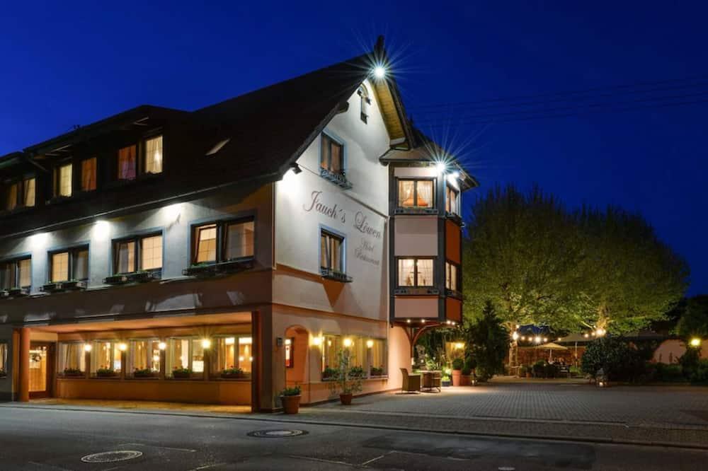 Hotel Jauch's Löwen, March