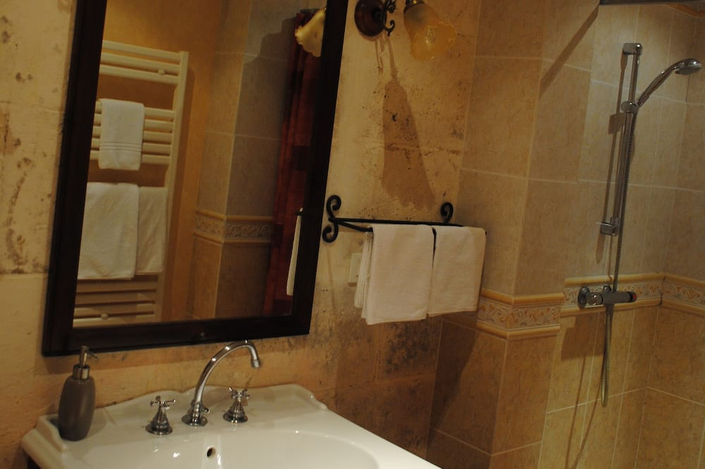 Doppelzimmer, Flussblick - Badezimmer