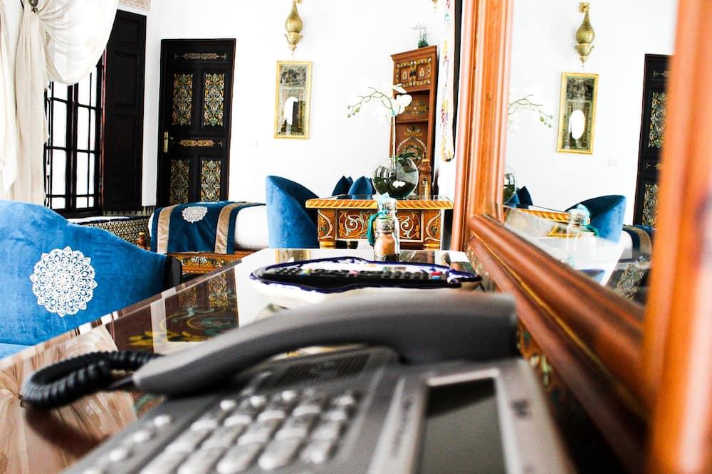 Karakteristični suite, Više kreveta, za nepušače, pogled na dvorište - Dnevni boravak