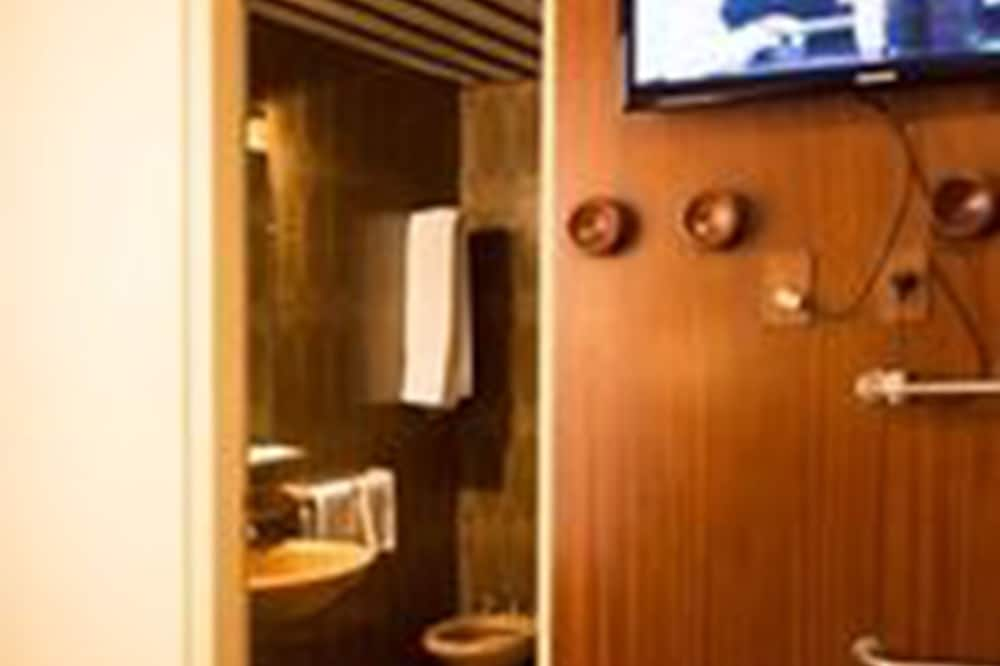Standard Δίκλινο Δωμάτιο (Double), 1 Queen Κρεβάτι, Πρόσβαση για Άτομα με Αναπηρία, Μη Καπνιστών - Μπάνιο
