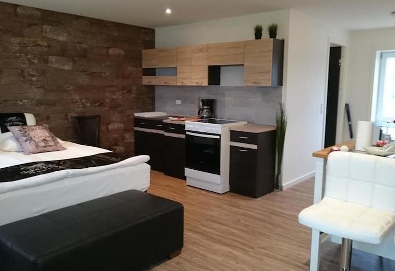 Vestbjerg Apartments, Vestbjerg, Studiosuite – deluxe, flere senger, ikke-røyk, utsikt mot hage, Eget kjøkken