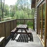 BRACKEN is a beautiful log cabin with lovely outlook over open meadow.