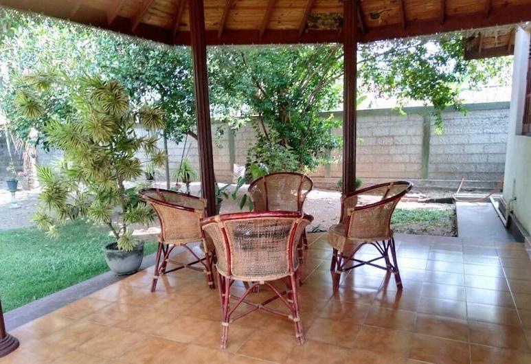 Lidwins Inn, Negombo, Terraza o patio