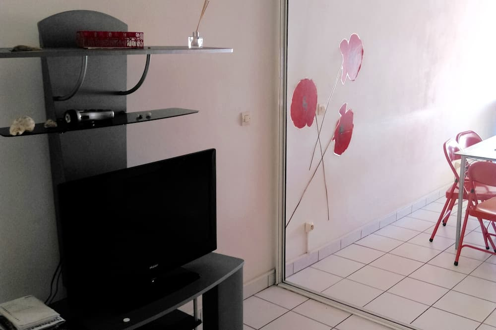 T2 Anse Mitan, Air-conditioned Room, Close to all Services