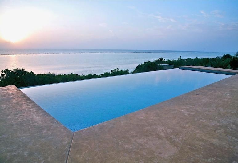 Villa Paradise ON THE Ocean, Matemwe, Pool