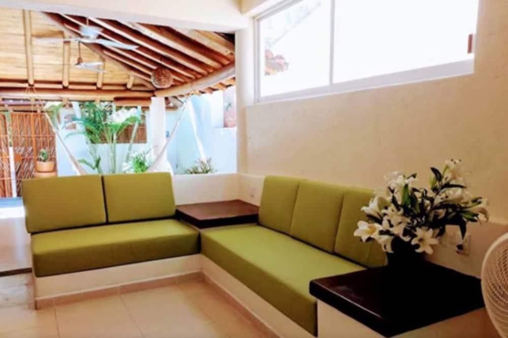 Namas šeimai, Kelios lovos, su patogumais neįgaliesiems, vaizdas į sodą - Svetainė