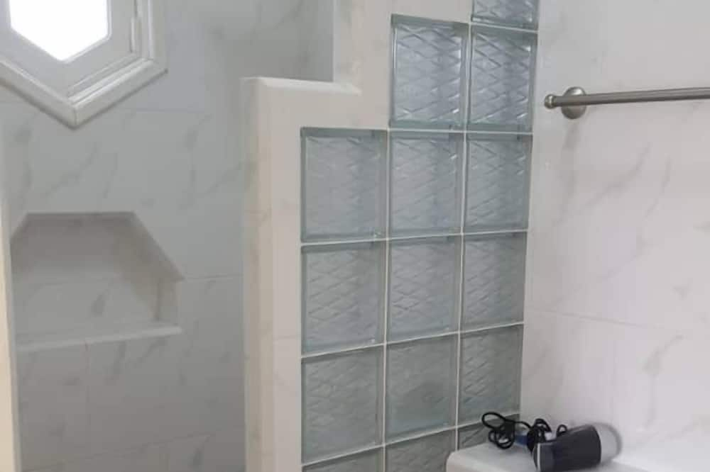 컴포트 쿼드룸, 침대(여러 개), 금연, 시내 전망 - 욕실