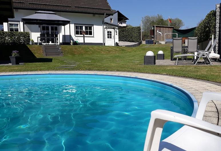 Apartment Meyer with pool and garden sauna, exclusive apartment, newly built, Mähren, Kolam