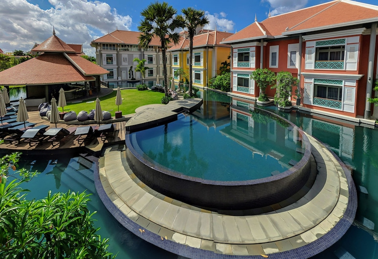 The Royal Family Suites, Siem Reap, Hotel Front