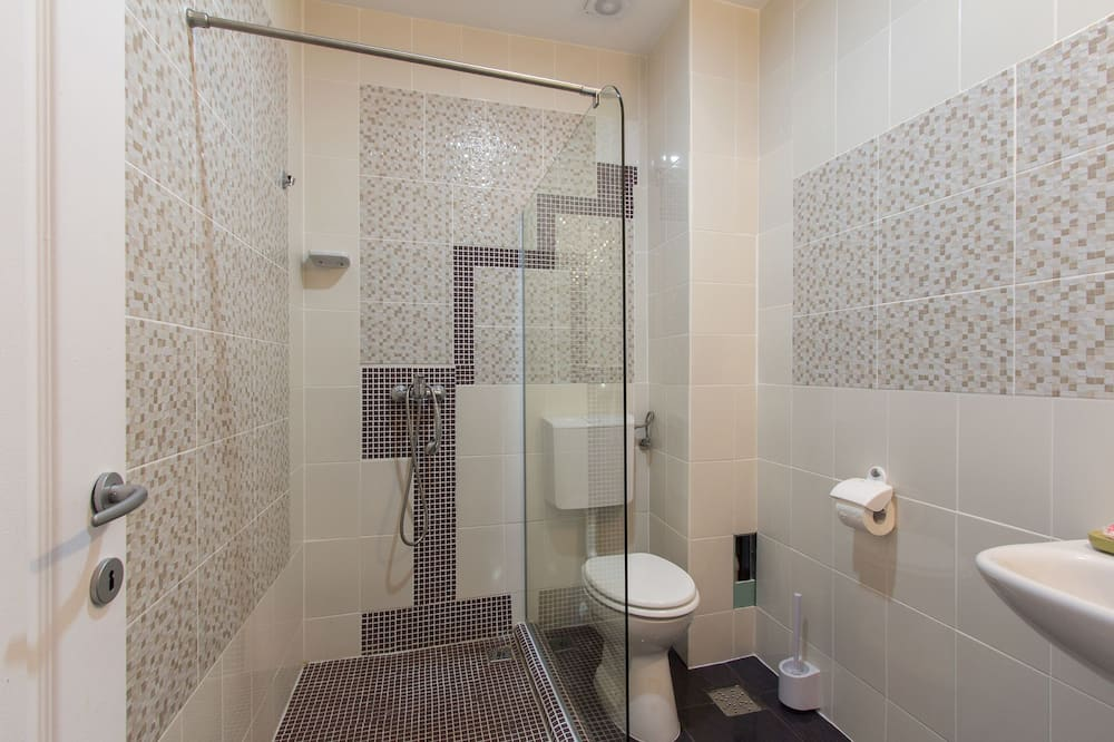 Basic Üç Kişilik Oda - Banyo
