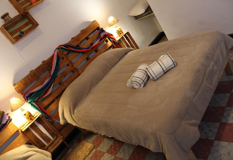 Hostal Yolotl, Guadalajara, Comfort Dört Kişilik Oda, Sigara İçilmez, Özel Banyo, Oda