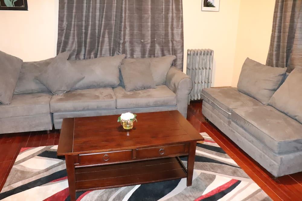 Nhà tiện nghi đơn giản, Nhiều giường - Khu phòng khách