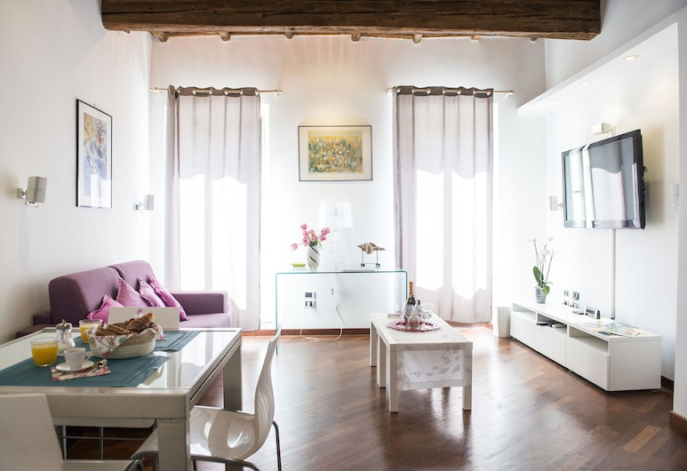 Domus Gloria, Rome, Deluxe Apartment, 3 Bedrooms, Non Smoking, City View, Living Area